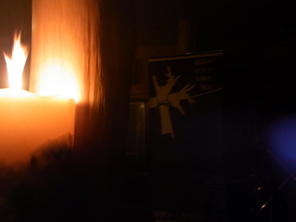 蝋燭の灯りで布地を観る 025