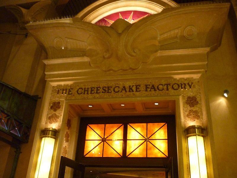 チーズケーキファクトリーの入口