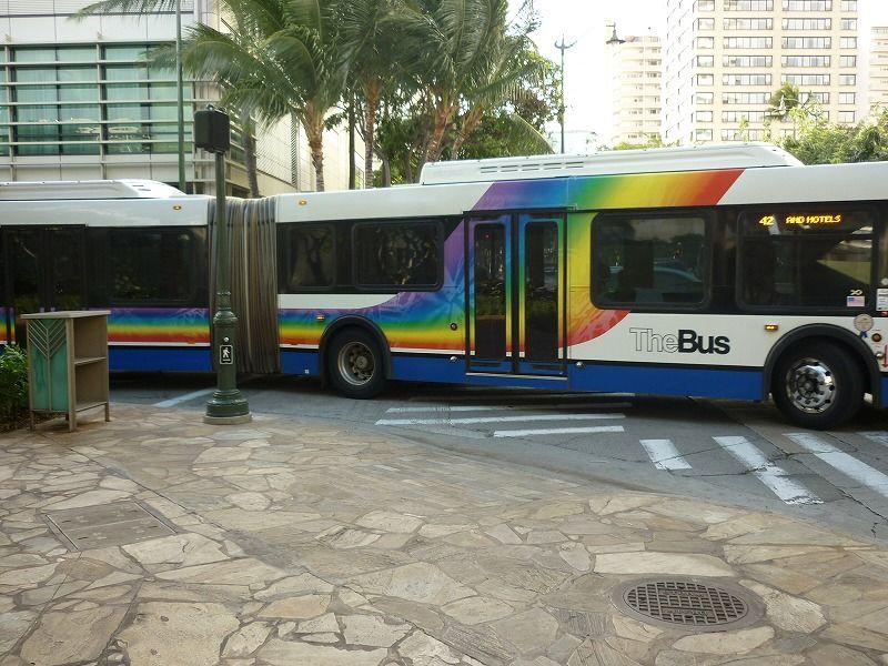 ハワイの二つつながってるバス