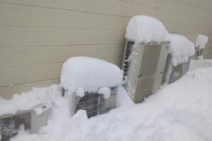 室外機(除雪前)