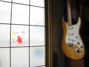 小ギター窓