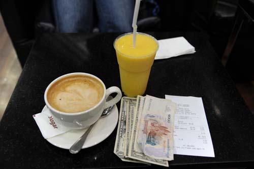 コーヒーとマンゴージュース