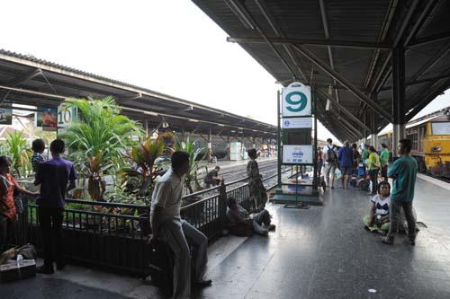 フアラムポーン駅