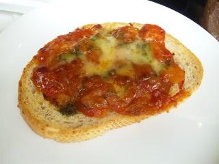 トマトとバジルのタルティーヌ