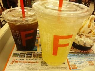アイスコーヒー  S¥230 オレンジジュース M¥270