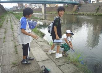 03 川遊びの中学生03 (30%)
