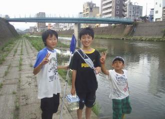05 川遊びの中学生05 (30%)