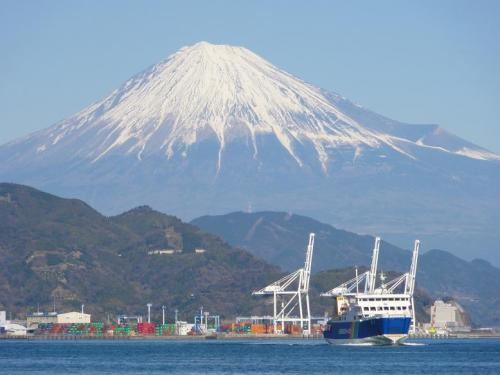 富士山とフェリー2