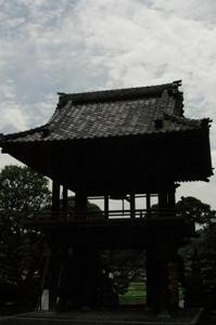 一峯院の鐘楼門