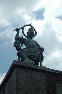 善生寺門柱の上の神将
