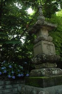 寿徳寺の宝筐印塔