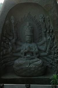 東光寺の黒千手観音