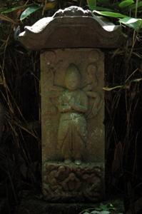 仁王門前の庚申塔