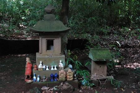 神社脇の祠