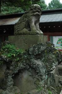 大國魂神社赤門前の狛犬