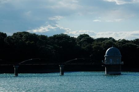 多摩湖の取水口