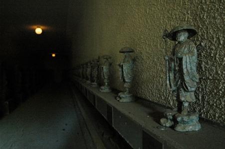 金乗院仏国窟の石仏内回り