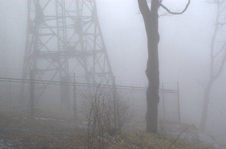 雨降山山頂の電波塔