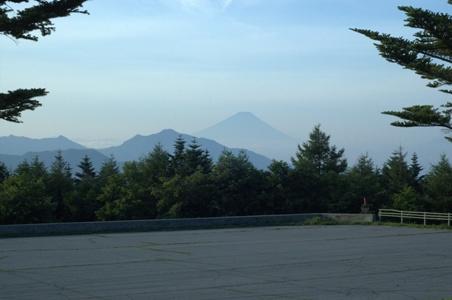 サンメドウズ清里スキー場の駐車場から富士山