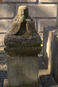 堂宇の石仏