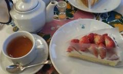 キル フェ ボン(特選 静岡県産 紅ほっぺのタルトと紅茶)