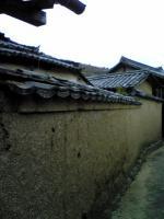 粟島の土塀1