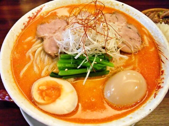 坦々麺 850円