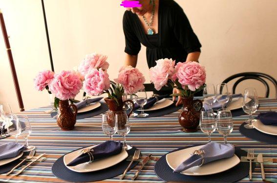 テーブルを説明するワタシ