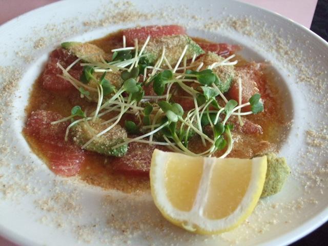 お刺身鮮魚とアボカドのカルパッチョ