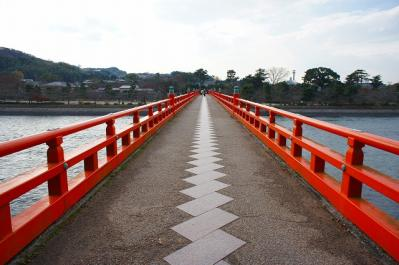 この橋を渡り平等院まで。