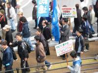 10.2.27 デモ行進。連合新居浜地協の仲間1