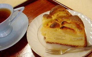 リンゴケーキと紅茶