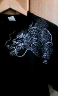 Tシャツ黒りゅう