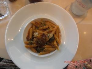牡蠣とブロッコリーのアラビアータペンネ