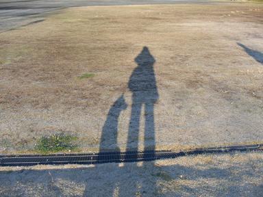 二人の影。
