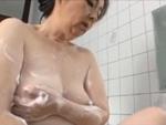 本日の人妻熟女動画 : 【素人】鏡に写る自分のオナニー姿で興奮しちゃう熟女♪