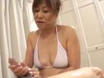本日の人妻熟女動画 : 【素人】ここが好きなのね!ビキニ姿で抜いちゃうテクニシャンな熟女♪