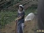 本日の人妻熟女動画 : 【素人】どこでもいいわよ!畑仕事中の熟女と・・・♪