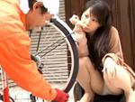 本日の人妻熟女動画 : 【素人】パンクしたみたいで!パンチラで誘惑しちゃう人妻♪