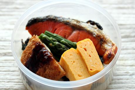 鮭コロ弁当