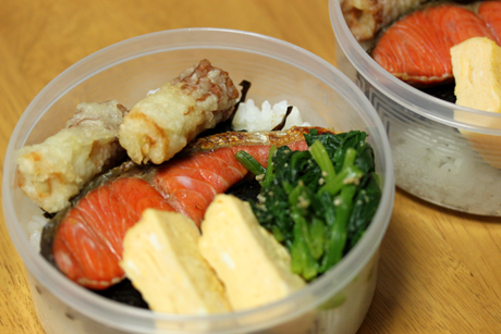 海苔鮭弁当1