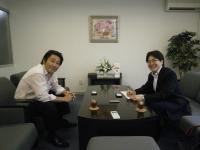 村田社長と三宅記者