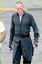 paul-bettany-bloody-priest-03.jpg