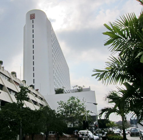 1-Traders Hotel