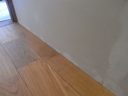 トイレリフォーム 床張り 巾木 取り付け前