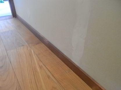 トイレリフォーム 床張り 巾木 取り付け後