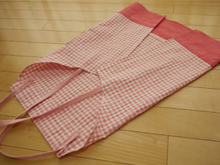 strawberryApron04.jpg