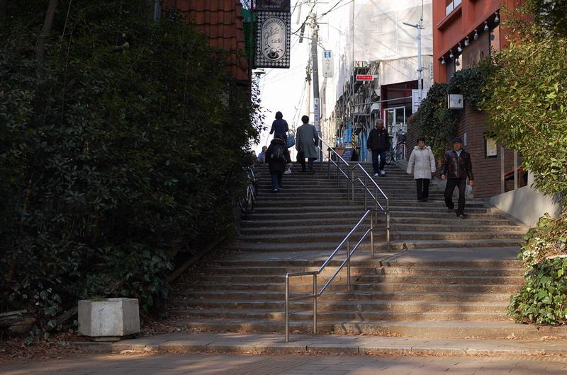 公園入り口の坂