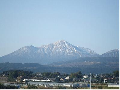 3月雪の高千穂の峰