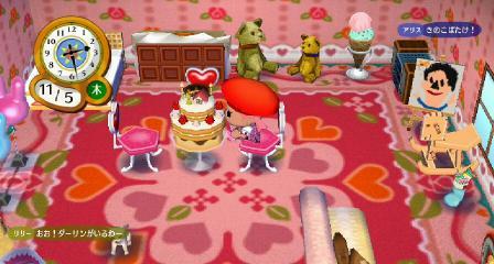 ケーキにかぶりつく